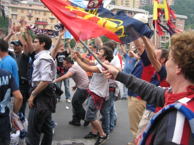 Genoa- and Napolifans celebrate together the return in Serie A