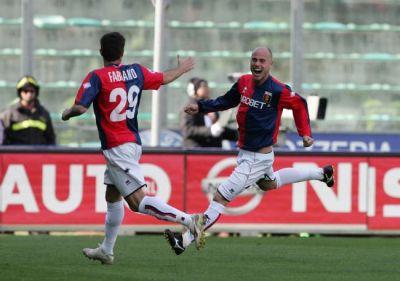 Figueroa celebrates with Fabiano the 1-1 equalizer