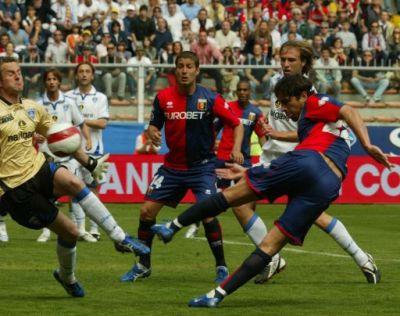 Borriello tries to score against Empoli