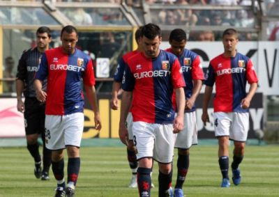 The players of Genoa after the last whistle of the referee