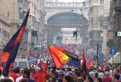 Genoa-fans on the way to Piazza de Ferraris to celebrate