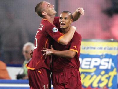 Matteo Ferrari celebrates with Daniele de Rossi