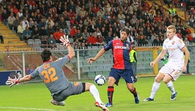 Giuseppe Sculli surprises Bjarne Riise and goalkeeper Doni and scores 1-0 after 3 minutes
