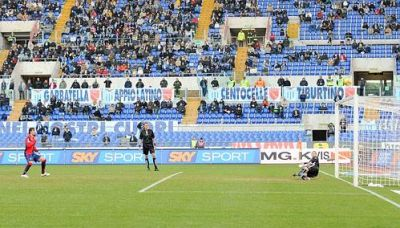 Diego Milito shoots the penalty a little too high