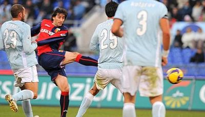 Diego Milito scores the opening-goal against Lazio: 0-1