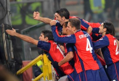 The players get crazy after the goal of Milito