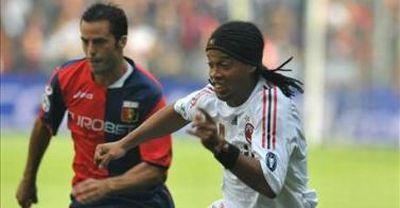 Giandomenico Mesto and Ronaldinho during Genoa-Milan 2-0