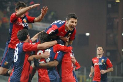 Genoa-players celebrate the 2nd goal of Jankovic against Toro