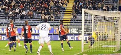 The invisible Ruben Olivera scores the only goal in the 85th minute