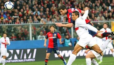 Thiago Motta is close to score, but again goalkeeper Julio Cesar saves Inter
