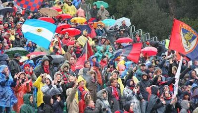 between 5.000 and 6.000 Genoa-fans supported our team in the Toscany-rain.