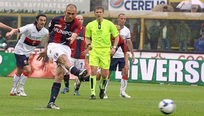 Marco di Vaio scores the first goal