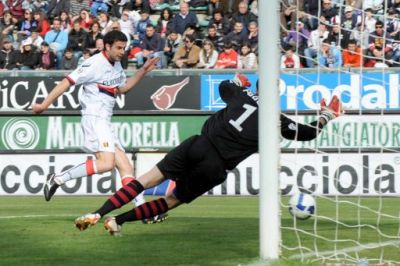 Thiago Motta scores in the 77th minute the only goal