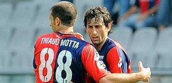 Diego Milito and Thiago Motta are celebrating one of their 26 goals this season