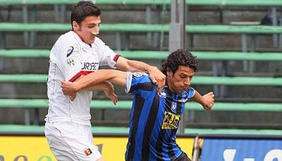 Salvatore Bocchetti (with his derby-nose) and Sergio Floccari (ex and new Genoano !?)