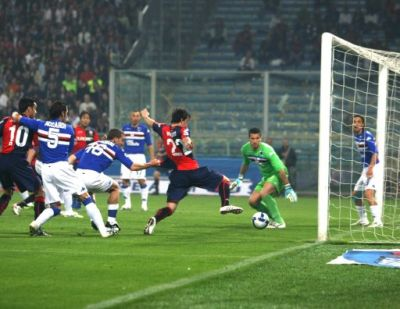 Milito scores the first goal after the header of Biava