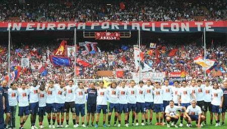 All players of Genoa in front of Gradinata Nord