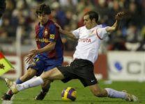 Defender Emiliano Moretti in the shirt of Valencia against Barcelona
