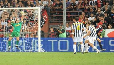 Crespo scores 2-1 against Juventus