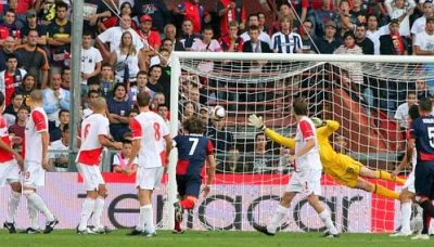 The first goal against Slavia Praha by Alberto Zapater