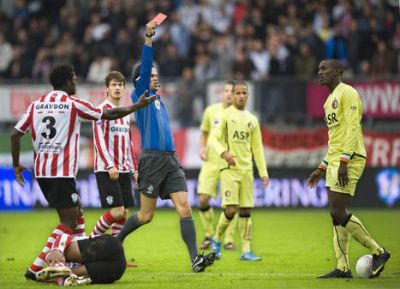 referee Bas Nijhuis gives a red card to Feyenoord player Cissé in the derby against Sparta