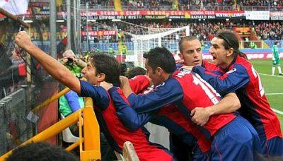 Rodrigo Palacio celebrates his first goal in Serie A in front of Gradinata Nord
