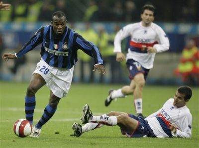 David Suazo in the shirt of Inter against Genoa