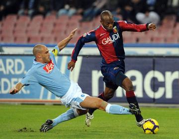 David Suazo with Paolo Cannavaro (Napoli)