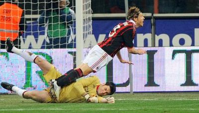 Lesson nr. 1 to a referee: if a striker falls down like this it is never a penalty