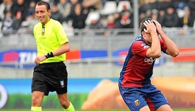 referee Mazzoleni is happy that he could help Juventus, while Sokratis can not believe it