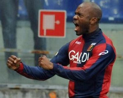 David Suazo scored twice against Bologna