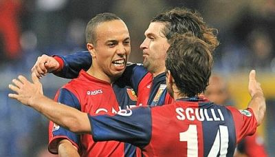 Houssine Kharja celebrates his goal in the 98th minute of Genoa-Palermo