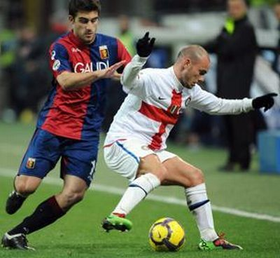 The 2 best players in the field: Sokratis and Sneijder