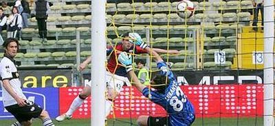 Ivan Fatic scores his 1st goal in Serie A and brings Genoa back in Europa League zone