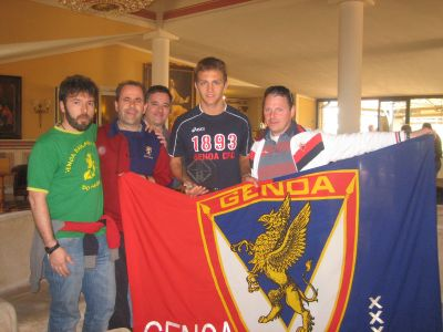 Domenico Criscito overhanded the trophies at United in the name of Genoa, this time he received our trophy: Genoa Club Amsterdam Genoano of the Year