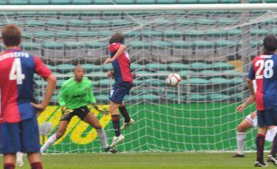 Giuseppe Sculli heads the corner of Fatic behind goalkeeper Dida: 1-0