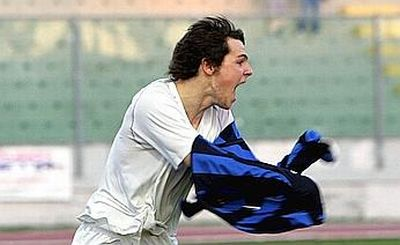 Mattia Destro is very happy to take of his Inter-shirt and to wear the magic Rossoblu this season