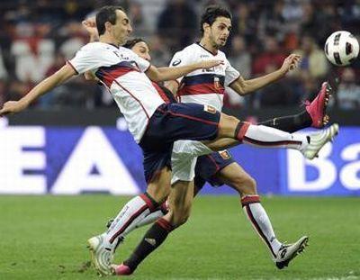 Zlatan Ibrahimovic scored inbetween Dainelli and Ranocchia
