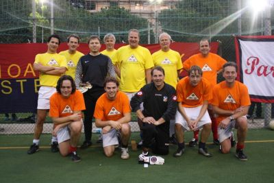 The teams of Genoa Club Amsterdam and Flying Doctors after their semi-final
