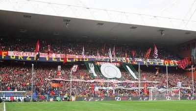 The protest of Gradinata Nord against the start of the match at 12.30 hours