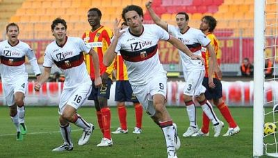 Luca Toni celebrates the equalizer in Lecce: 1-1