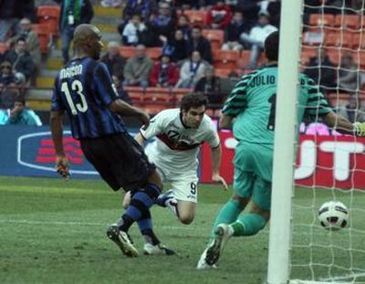 Mauro Boselli scores in Giuseppe Meazza his first goal with Genoa