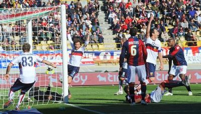 Dario Dainelli has scored the equalizer in Bologna; Rossi and Floro Flores are happy