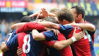 Genoa players celebrate another goal against Lecce