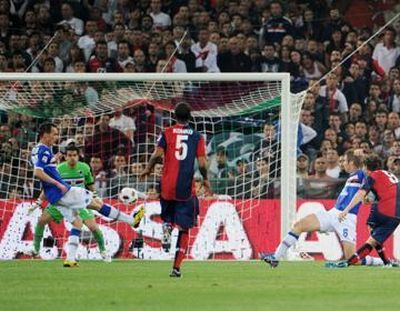Mauro Boselli scores in the 96th minute the winning goal in the derby: 2-1