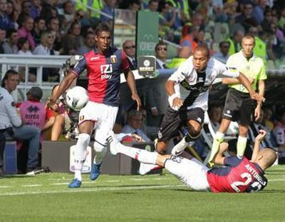Luca Antonelli has problems to stop Biabiany