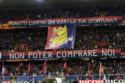 The protest of Distinti against Inter's president Moratti who buys all the good players of Genoa