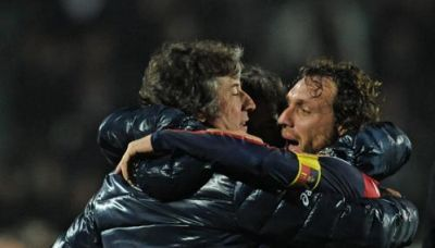 Marco Rossi celebrates the opening goal with coach Alberto Malesani
