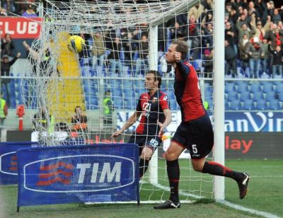 Andreas Granqvist celebrates his first goal with Genoa