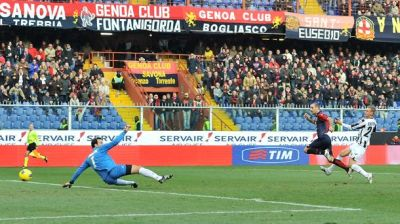 Rodrigo Palacio scores the 3rd and deciding goal against Udinese (15/01/2012; 3-2)
